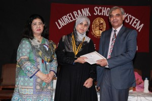 Prof. Dr. Asif Ali Qaiser, the chief guest giving Dr. Hamayun Mian Award with a cash prize of Rs. 40,000/- at the Laurelbank School Prize Distribution.